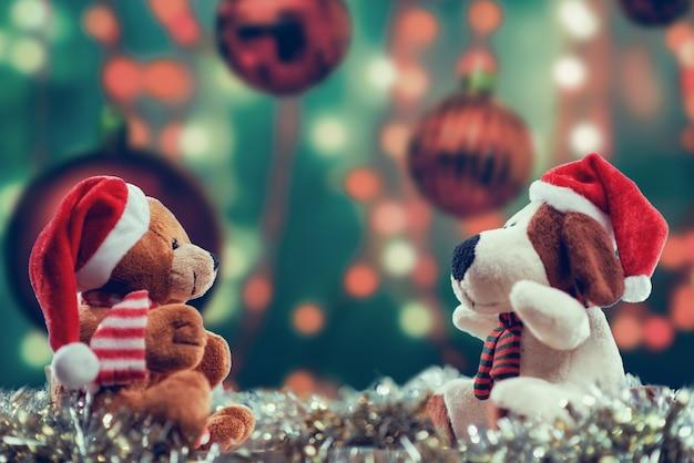Selektive fokusaufnahme von puppen mit weihnachtsmotiven Kostenlose Fotos