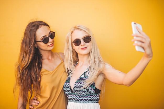 Selfie mit einem freund Premium Fotos