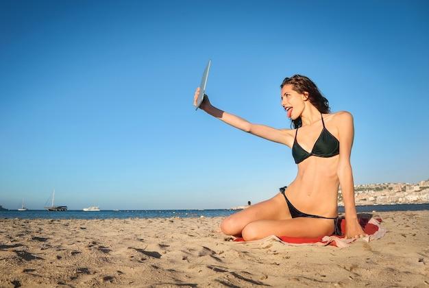 Selfie vom strand entfernt Premium Fotos