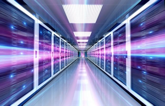 Server-rechenzentrumsraum mit hellem geschwindigkeitslicht durch den korridor Premium Fotos