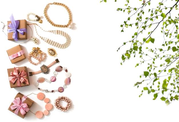 Set frauenschmuck in vintage-stil halskette cameo perle armband kette ohrringe Premium Fotos