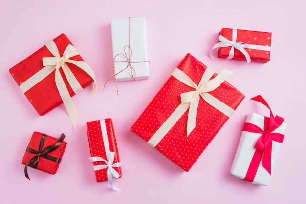 Set hübsch verpackte geschenke zum valentinstag Kostenlose Fotos