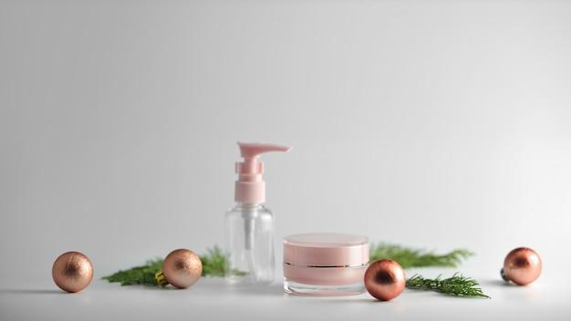 Set kosmetische produkte auf weißem hintergrund. mock-up-sammlung für kosmetikpakete. Premium Fotos
