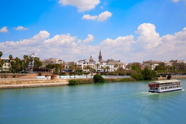 Sevilla skyline und algonso xiii kanal andalusien Premium Fotos