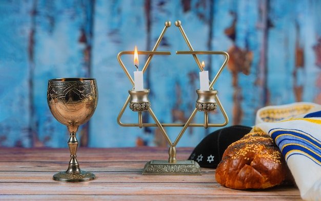 Shabbat shalom - traditionelles jüdisches ritual-challa-brot, Premium Fotos