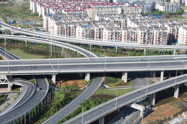 Shanghai-hochstraßenkreuzung und austauschüberführung nachts Premium Fotos