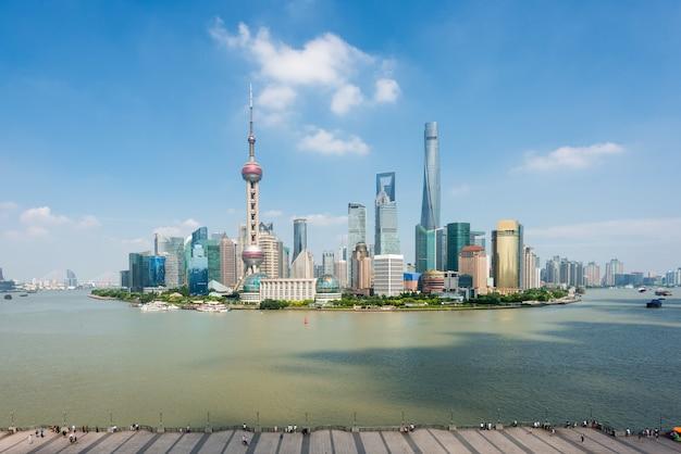 Shanghai-skyline im geschäftszentrumbezirk lujiazui pudong in shanghai, china. Premium Fotos
