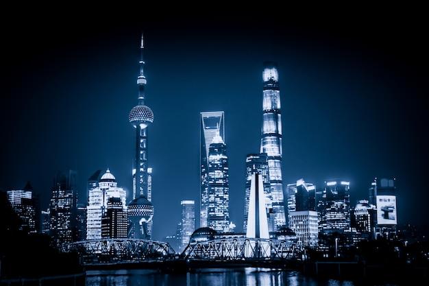 Shanghai skyline mit historischen waibaidu brücke, china Kostenlose Fotos