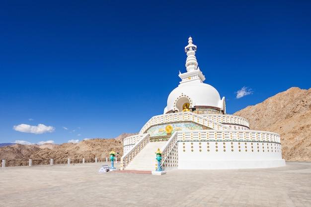 Shanti stupa Premium Fotos