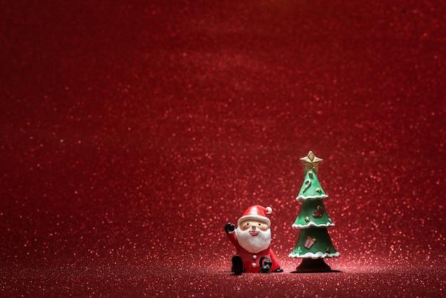 Shiny hintergrund mit weihnachtsmann und ein weihnachtsbaum Kostenlose Fotos