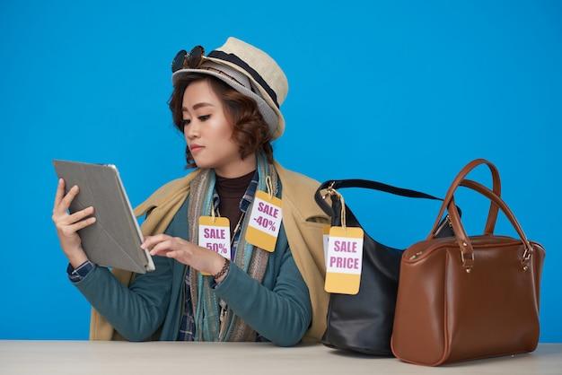 Shopaholic geld online ausgeben Kostenlose Fotos