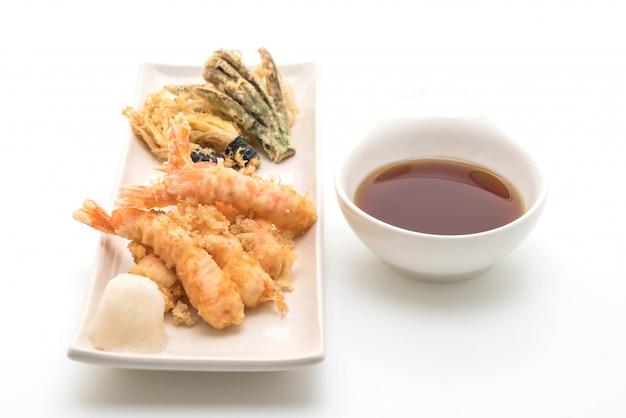 Shrimps tempura (angeschlagene gebratene garnelen) Premium Fotos