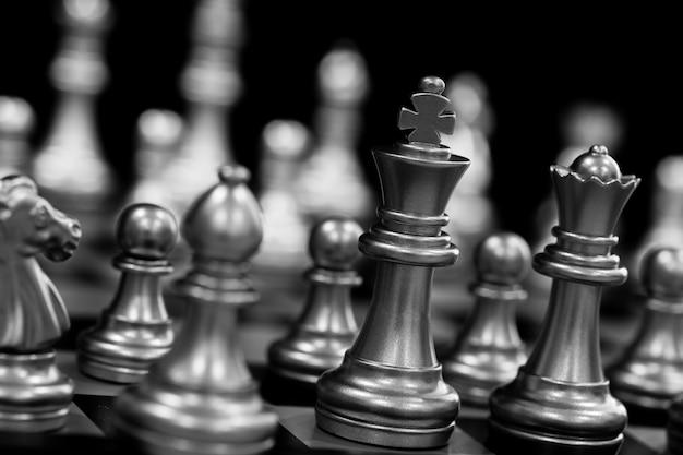 Silberne schachfiguren Premium Fotos