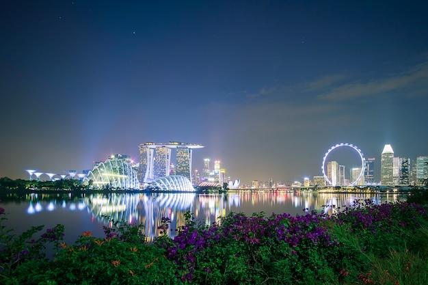 Singapur-stadtbild nachts Premium Fotos