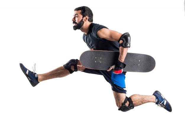 Skater läuft schnell Kostenlose Fotos
