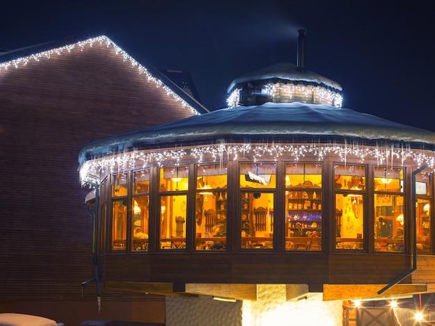 Skicafé in der nacht Premium Fotos