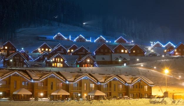 Skidorf bei nacht Premium Fotos