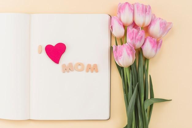 Skizzenbuch mit ich liebe mom inschrift Kostenlose Fotos
