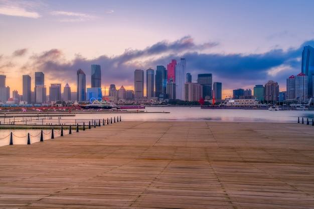 Skyline der städtischen architekturlandschaft in qingdao Premium Fotos