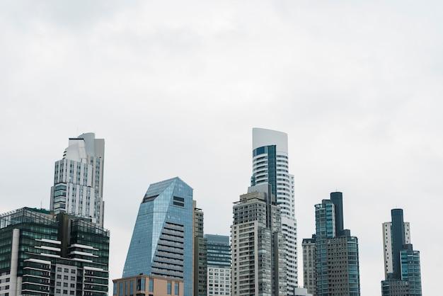 Skylineansicht der modernen gebäude Kostenlose Fotos