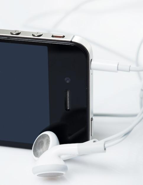Smartphone mit kopfhörern Kostenlose Fotos
