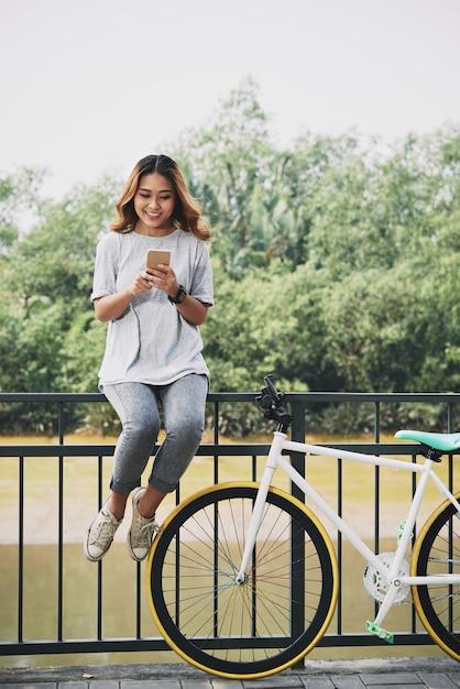 Smartphone überprüfen Kostenlose Fotos