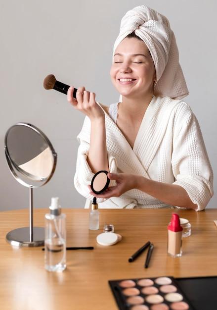 Smiley frau schminken Kostenlose Fotos
