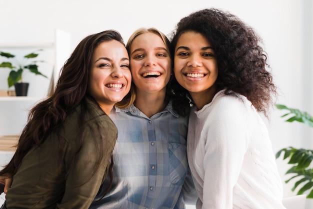 Smiley frauentreffen Kostenlose Fotos