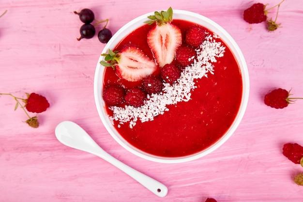 Smoothie-schalen. gesunde frühstücksschüssel Premium Fotos
