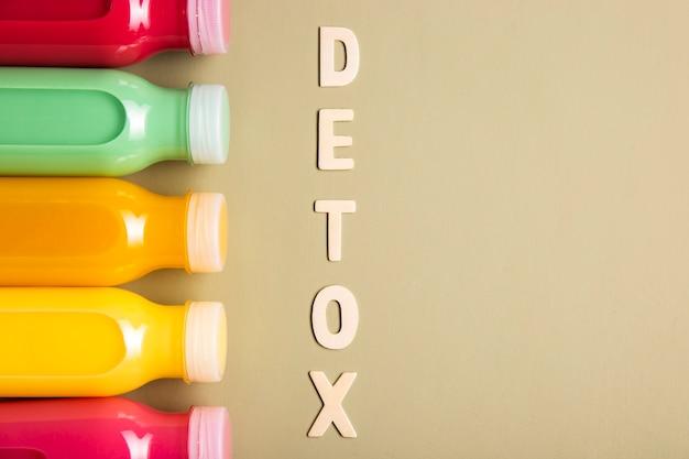 Smoothies und detox-schriftzug mit textfreiraum Kostenlose Fotos