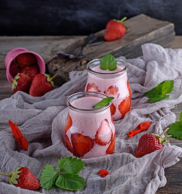 Smoothies von frischen erdbeeren Premium Fotos