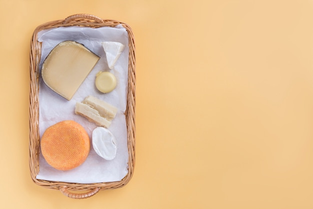 Snack von sortimentsqualitätskäse und von copyspace Premium Fotos