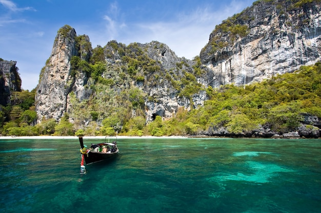Snokeling punkt bei phiphi island phuket andaman thailand Premium Fotos