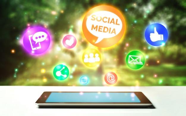 Social media und leutenetzwerktechnologiekonzept Premium Fotos