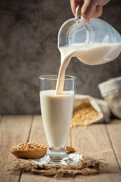 Sojamilch, soja-lebensmittel- und getränkeprodukte lebensmittelernährungskonzept. Kostenlose Fotos