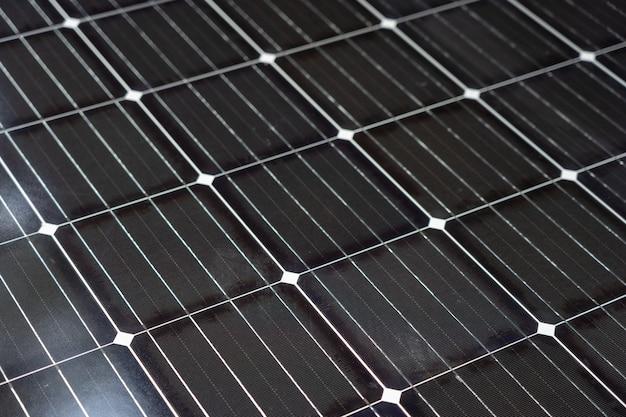 Solarenergie wird von solarzellen erzeugt. ist sauber und unbegrenzt sauberes energiekonzept Premium Fotos