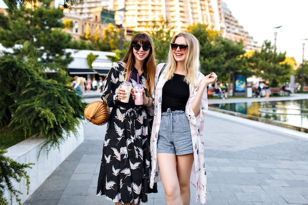 Zwei Blonde Lesben Haben Tolle Zeit
