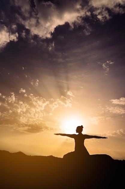 Sonne Himmel Schatten Und Yoga Download Der Kostenlosen Fotos