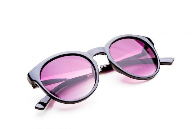 Sonnenbrillen getrennt auf weißem hintergrund Premium Fotos