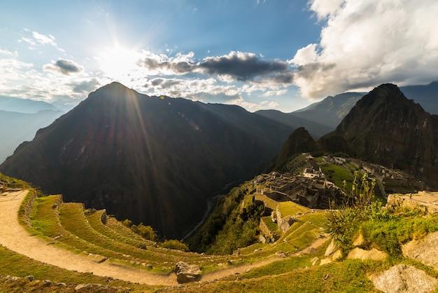 Sonnenlicht auf machu picchu von oben, peru Premium Fotos