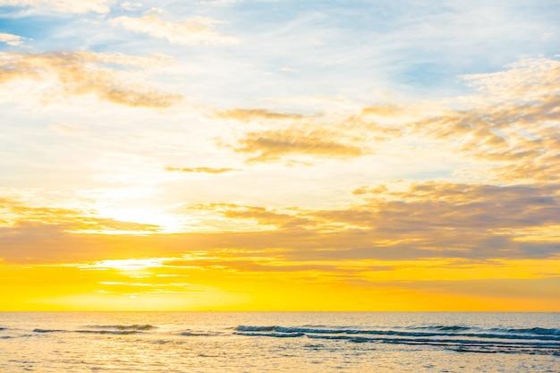 Sonnenuntergang am strand Kostenlose Fotos