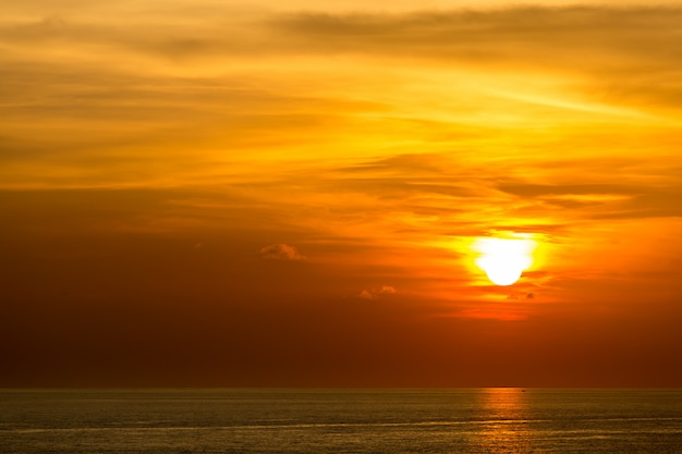 Sonnenuntergang in andamanensee Premium Fotos