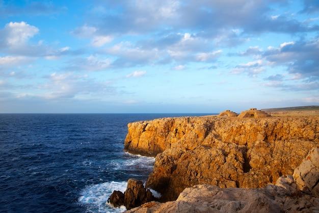 Sonnenuntergang menorca punta nati in den baleareninseln Premium Fotos