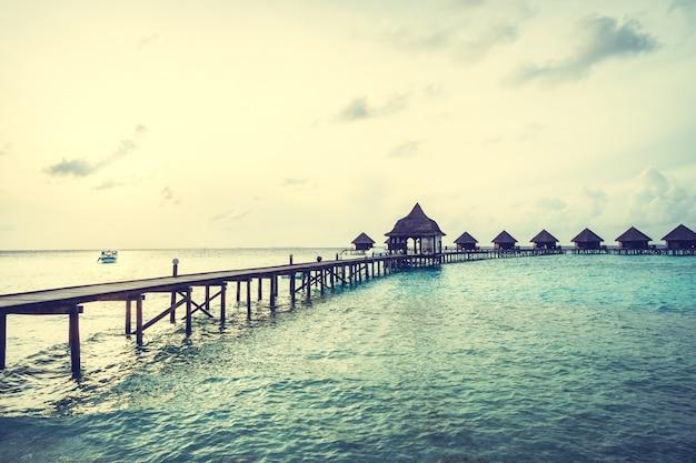 Sonnenuntergang über malediven-insel Kostenlose Fotos