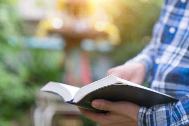 Sonntagslesungen, bibel Premium Fotos