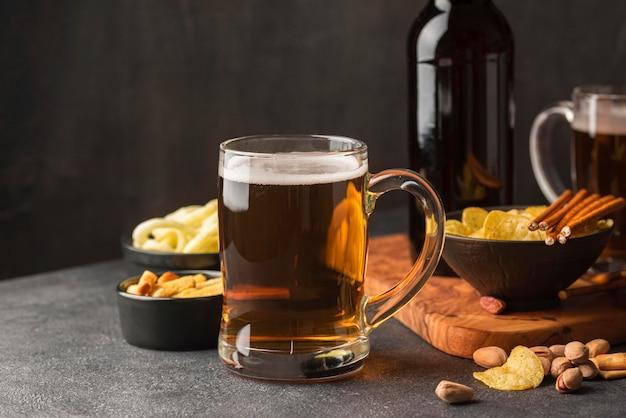 Sortiment mit bierkrug und snacks Kostenlose Fotos