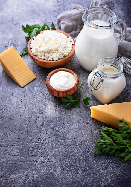 Sortiment verschiedener milchprodukte. Premium Fotos