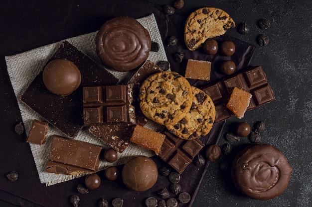 Sortiment von schokolade und keksen Kostenlose Fotos