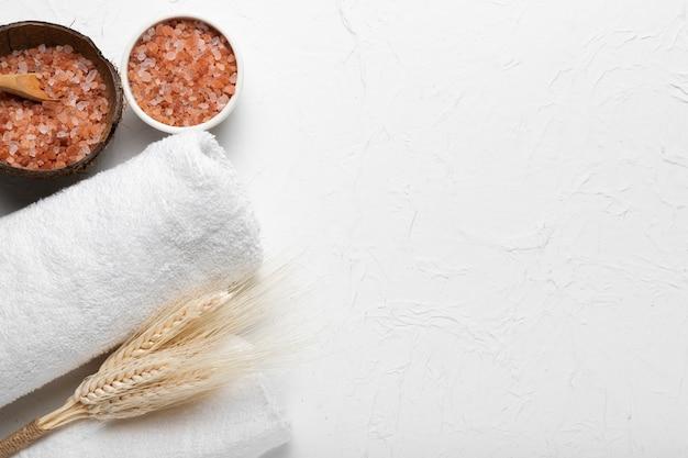 Spa-packung mit kosmetischen hygieneprodukten Kostenlose Fotos