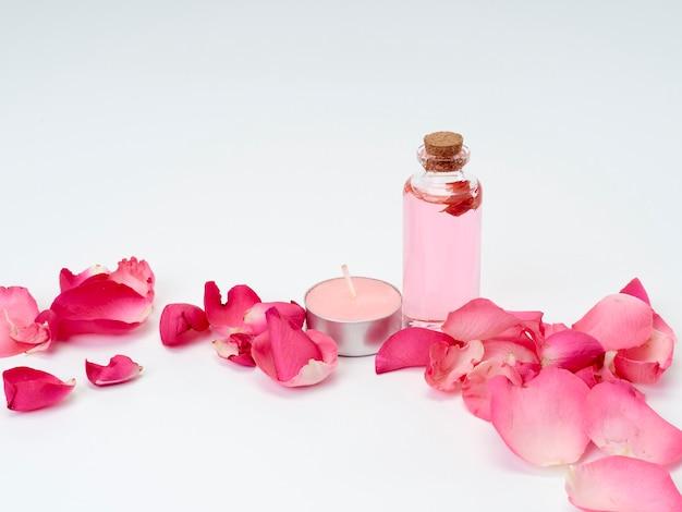 Spa-produkte aus ätherischen rosenölen Premium Fotos